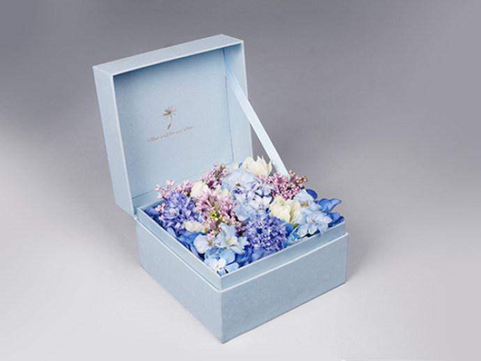 手绘多花盒图案